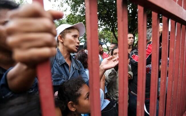 Imigrantes venezuelanos se acumulam em Boa Vista em busca de abrigo; Roraima pede socorro da União