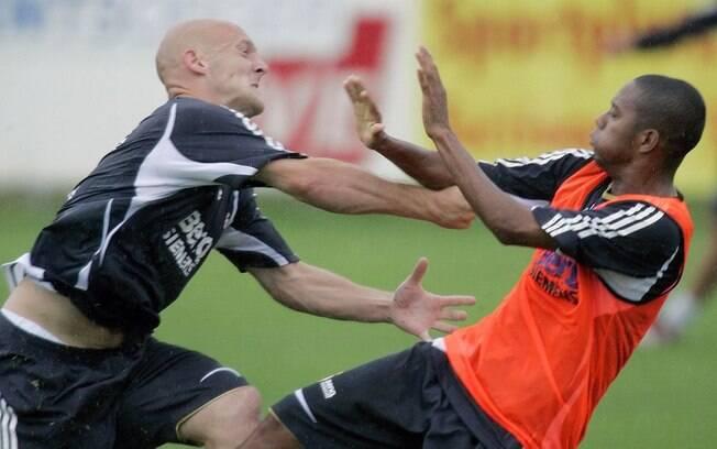 Robinho e Gravesen protagonizaram uma briga durante o treinamento do Real Madrid em 2006