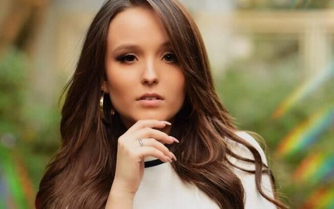 Larissa Manoela, atriz-cantora, ainda não se posicionou sobre a polêmica
