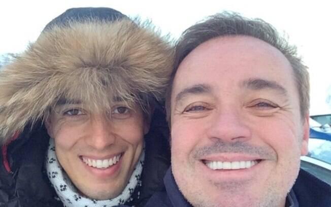 Thiago Salvático concede entrevista sobre relacionamento com Gugu Liberato