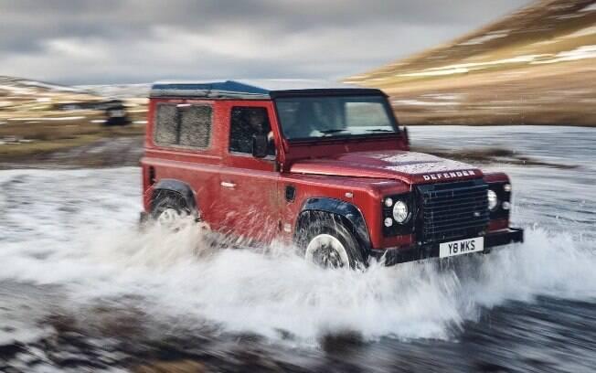 Land Rover Defender original, cultuado por amantes da marca, loucos por off-road e jipes. Vale cada vez mais no mercado