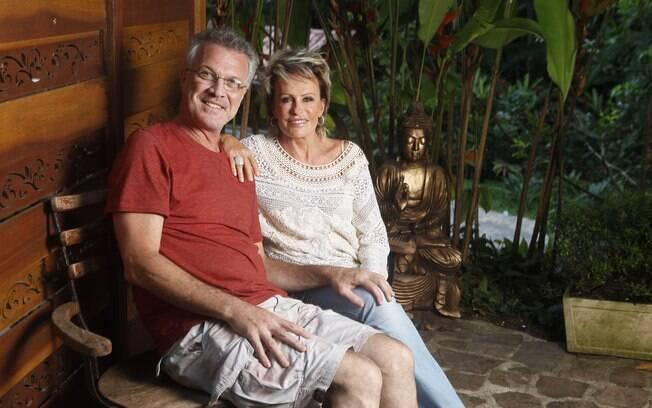 Pedro Bial entrevista Ana Maria Braga para a primeira edição da revista