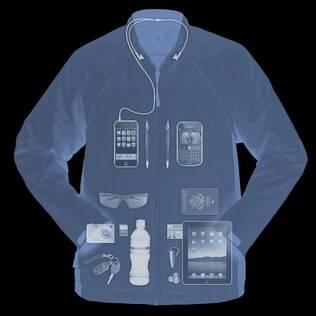 Jaqueta tem 20 bolsos e pode ser usada como colete