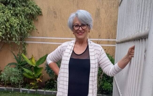 Leonida Spindola diz que pintar os cabelos não iria amenizar suas rugas e, atualmente, recebe muitos elogios pela atitude