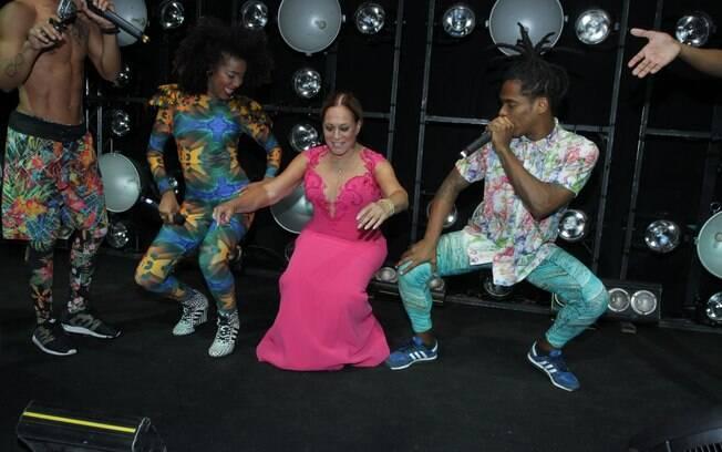 Susana Vieira dança funk até o chão na festa de lançamento de 'A Regra do Jogo'