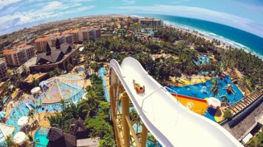 A poucos quilômetros de Fortaleza, capital do Ceará, está localizado o Beach Park, na cidade de Aquiraz.