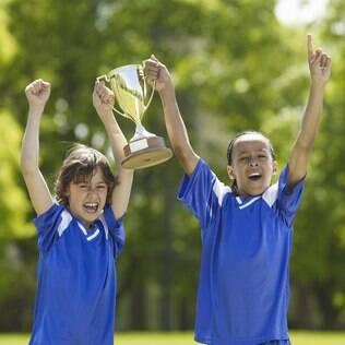 Desejo dos pais que os filhos sejam ótimos em tudo é reflexo de uma sociedade competitiva