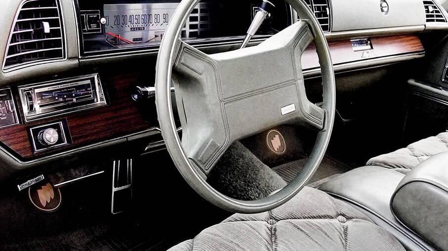 A ideia do airbag surgiu nos EUA nas marcas Oldnsmobile e Bucik, embora o item tenha sido difundido pela Mercedes
