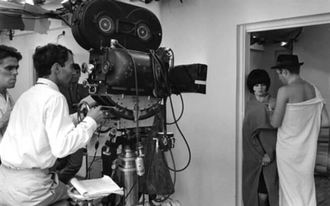 Godard em 1963, antecedente ao Maio de 68, nos bastidores de um de seus filmes da Nouvelle Vague,