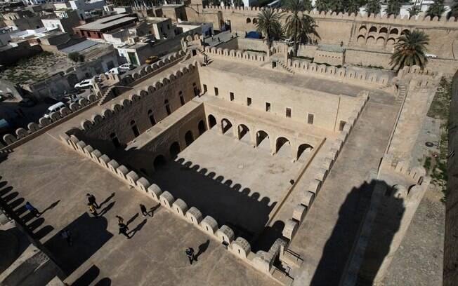 Na cidade de Sousse está a fortaleza Ribat, construída no século oito