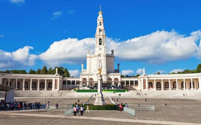 A cidade de Fátima, em Portugal, conta com dois santuários abertos para peregrinos e turistas