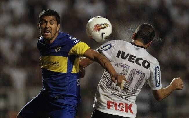 Danilo ganha disputa de cabeça contra o  argentino Sosa