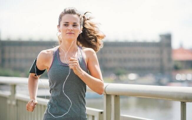 Corrida na rua, ao ar livre, exige mais do corpo que a praticada na esteira
