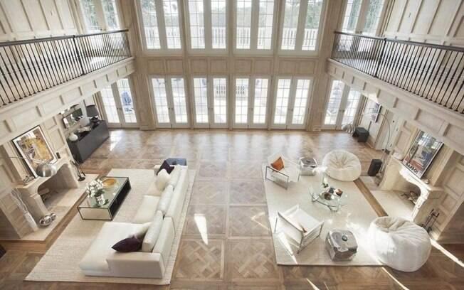 Além da mansão, há também uma casa para hóspedes com 167 metros quadrados e dois quartos
