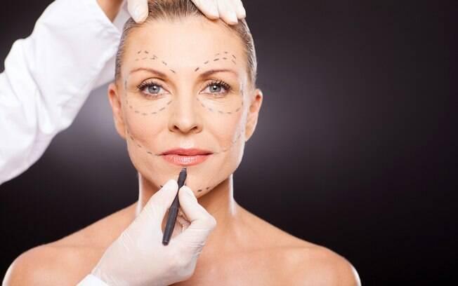 Muitos brasileiros buscam por cirurgias plásticas no rosto e uma delas é essa que corrige pálpebras caídas