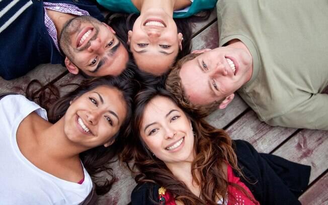 """""""A amizade é uma espécie de amor que nunca morre"""",  definiu bem o escritor gaúcho Mario Quintana"""
