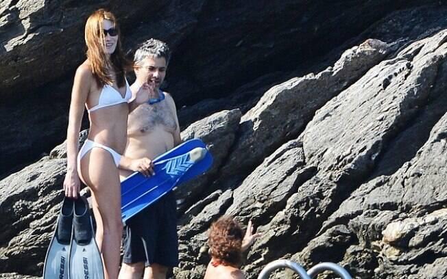 Carla Bruni aproveita as férias com os amigos