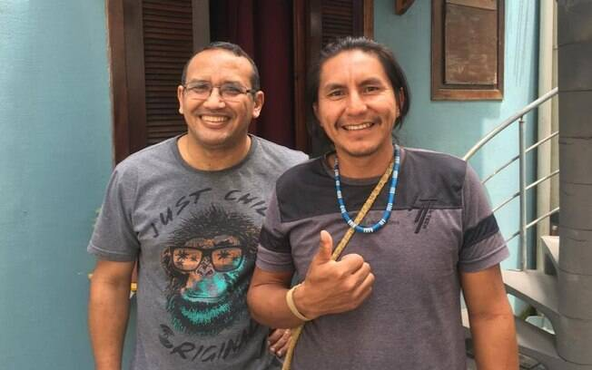 Ricardo Lopes Dias (esq) recebeu apoio pontual de indígenas como Jaime Mayuruna (dir)