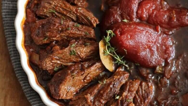 Aprenda a preparar essa receita de carne assada na panela de pressão