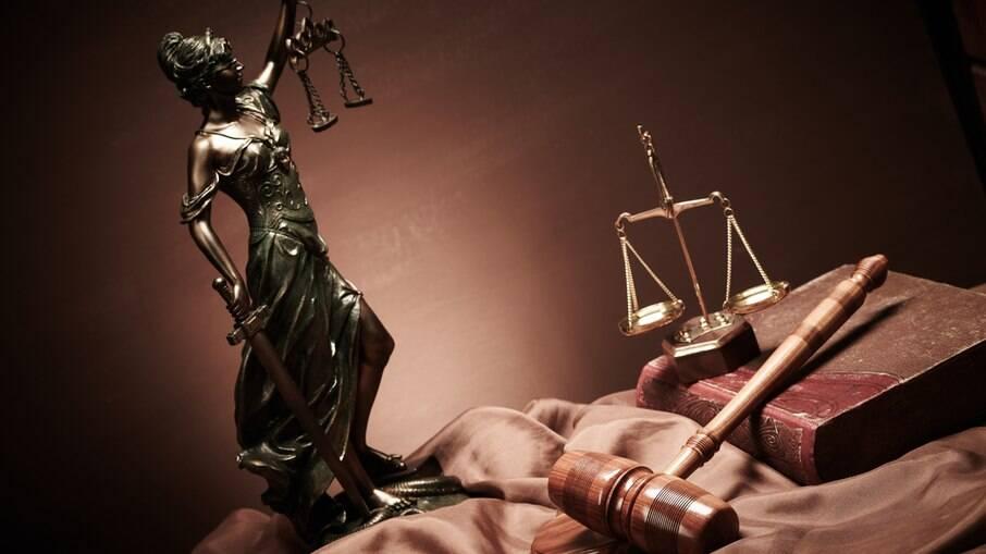 Mais de R$ 100 mil: salários de juízes ultrapassa e muito o teto constitucional