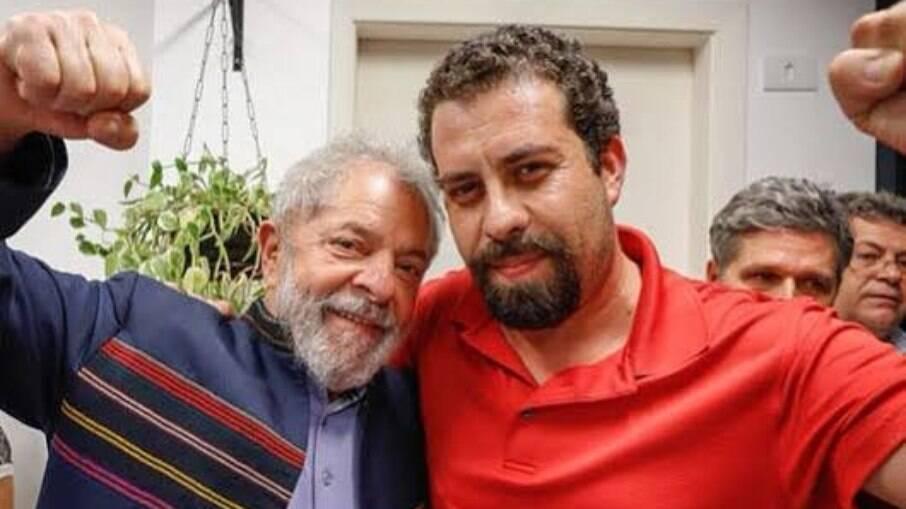 Boulos (PSOL) ao lado do ex-presidente Lula (PT)