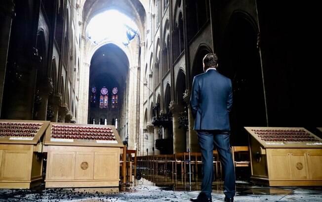 Ministro francês Christophe Castaner divulgou foto no interior da Catedral de Notre-Dame