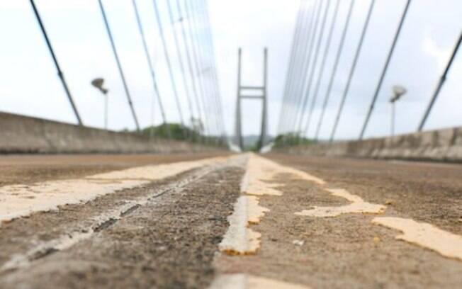 Monumento à ineficiência: ponte sobre rio Oiapoque foi terminada há 4 anos, mas segue fechada