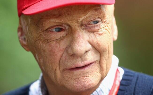 Ex-piloto Niki Lauda recebeu alta de hospital em Viena após forte gripe