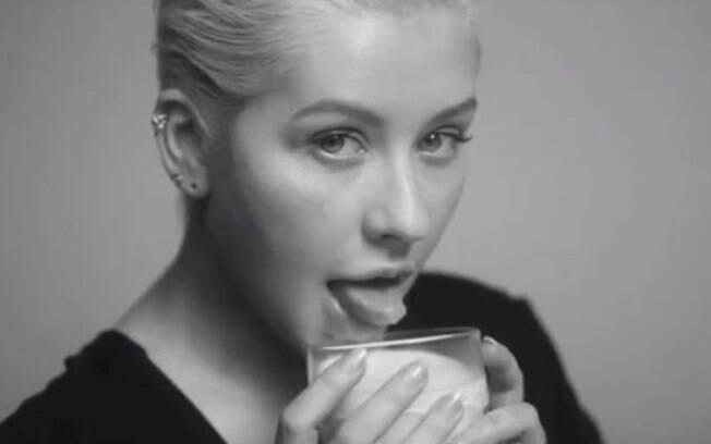 Christina Aguilera lança nova música e vídeo clipe