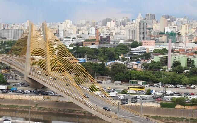 Novos mirantes continuam a surgir em São Paulo, como é o caso deste, no Holiday Inn Parque Anhembi, na Marginal Tietê