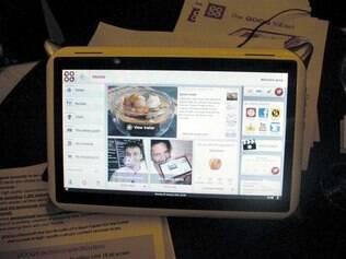 Tablet Qooq vem com 3,5 mil receitas e está disponível em três cores