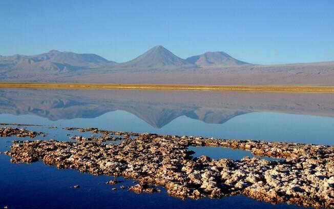 Mais do que areia e pedra, o Atacama guarda belas paisagens, como a Lagoa Tebinquiche