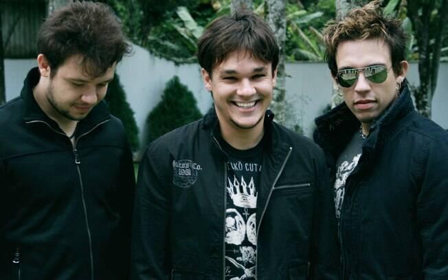 Bruno, Leandro e Kiko posaram na casa da família em São Paulo, onde montaram um estúdio