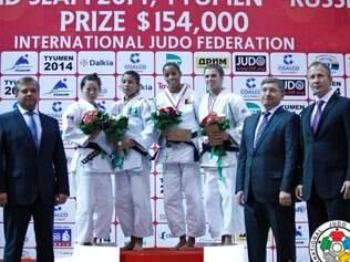 Sarah Menezes (segunda da esquerda para direita) colocou o Brasil no ponto mais alto do pódio no feminino