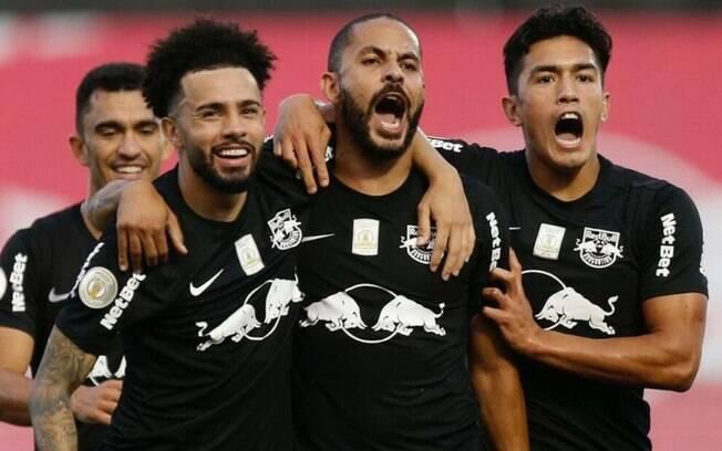 Red Bull Bragantino bate o Goiás por 2 a 0 e coloca Vasco no Z-4