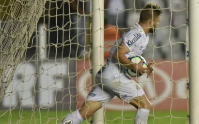 Sasha marcou um dos gols da vitória santista sobre o Ceará