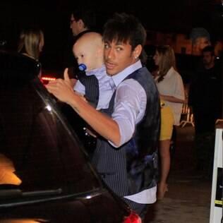 Neymar com o filho Davi Lucca: nome entrou na lista dos 100 mais usados em 2012