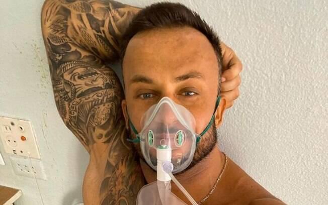 O influenciador postou updates da sua situação de saúde após testar positivo