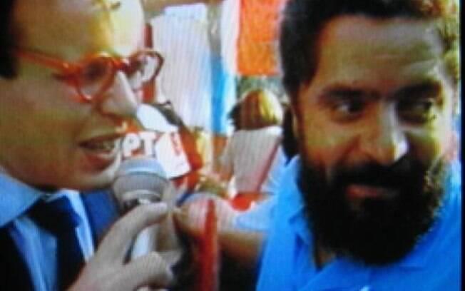 Outra foto postada por Marcelo Tas, como o repórter Ernesto Varela, entrevistando Lula