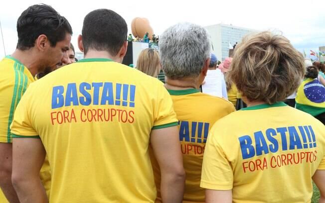 Manifestantes se reúnem na frente do Congresso Nacional, em Brasília. Foto: Lula Marques/ Agência PT - 13.12.15