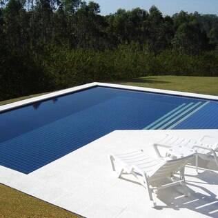 Piscinas feitas de concreto permitem personalização de formato e acabamento