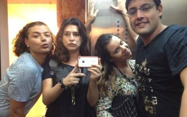 Amigos de Preta Gil postaram fotos do encontro no Twitter: David Brazil, Fernanda Paes Leme, Fernanda Souza e Bruno De Luca