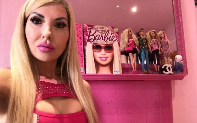 A britânica afirma que os procedimentos estéticos são prioridade em sua vida para se tornar a Barbie humana