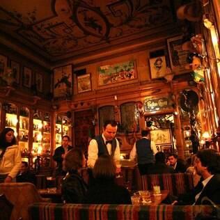 Pavilhão Chinês, em Portugal, é bar e local de exposição para a coleção do proprietário