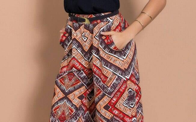 Calça Pantacourt Estampada com Bolsos Funcionais por R$ 49,99