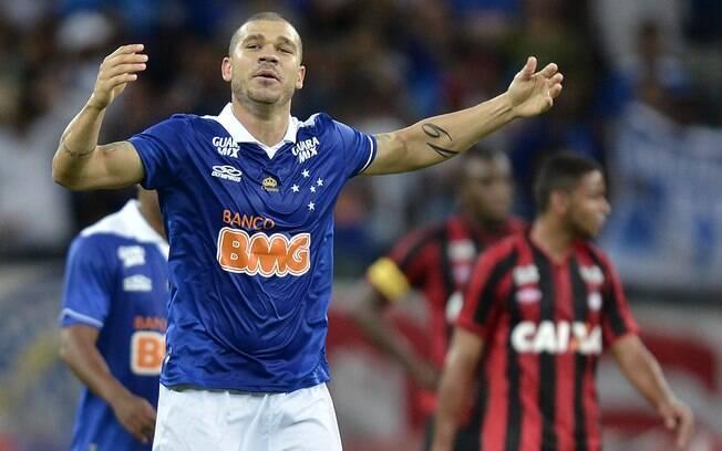 Nilton fez o gol que garantiu a vitória do Cruzeiro sobre o Atlético-PR