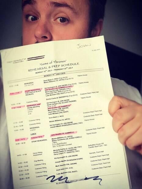 John Bradley se despede da série relembrando a primeira semana de gravação