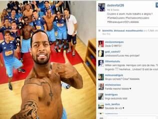 Dedé e outros jogadores do Cruzeiro se divertem em foto durante mais um treino celeste nos Estados Unidos