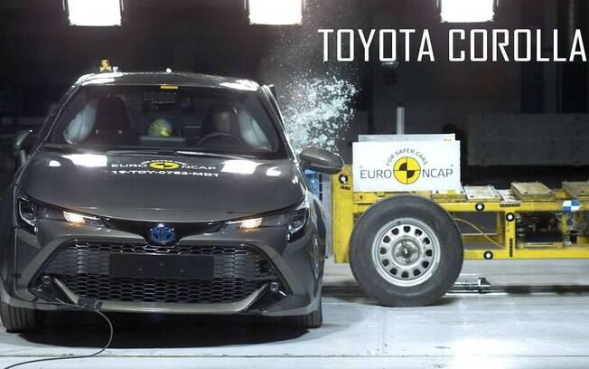 Toyota Corolla da nova geração, vendido na Europa, vai bem nos rígidos testes de colisão do Euro NCAP