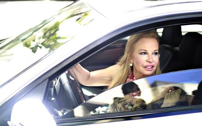 Brunette Fraccaroli em sua Mercedes-Benz, carro que considera seu maior luxo